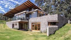 Los Chillos House / Diez + Muller Arquitectos