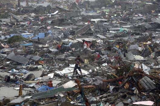 Tifón Haiyan azota la ciudad de Tacloban, en el centro de Filipinas, 10 de noviembre 2013. Imagen Cortesía del Usuario de Flickr, mansunides