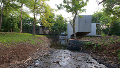 House on a Stream / Architecture BRIO