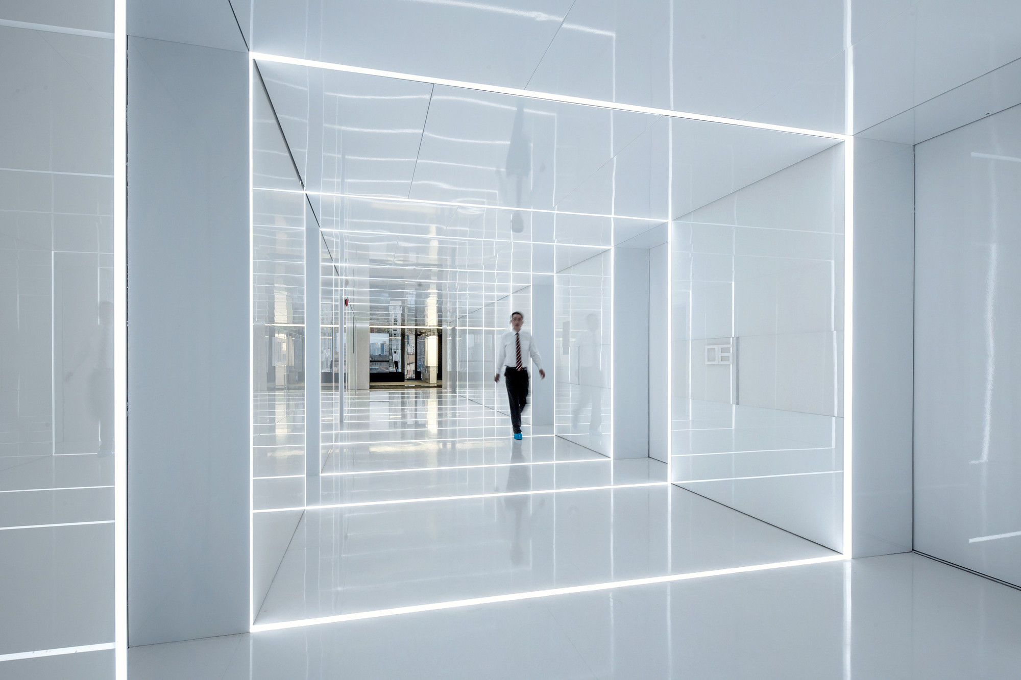 Glass office soho china aim architecture archdaily Opening glass walls