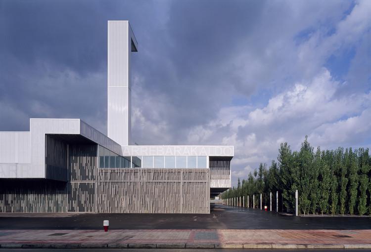 Estadio De Futbol De Lasesarre / NO.MAD , © Roland Halbe