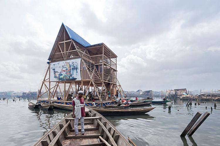 Escuela Flotante. Image ©  Iwan Baan