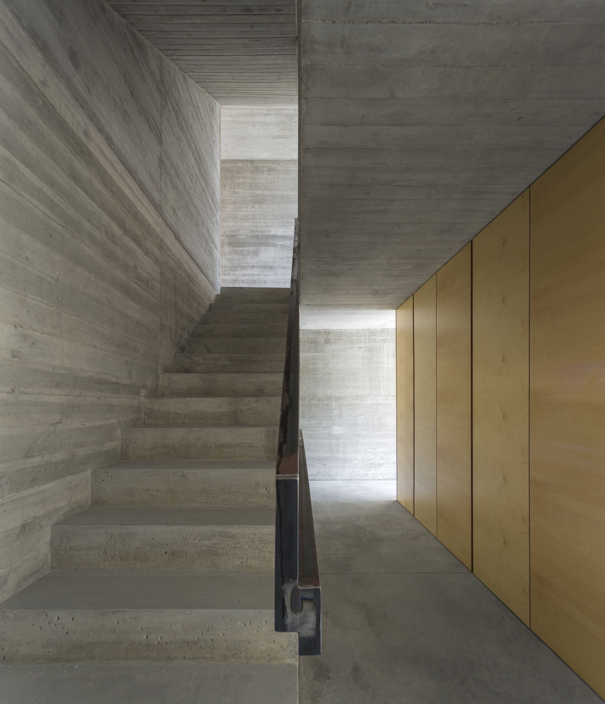 Gallery of house in lisbon arx portugal arquitectos 15 - Holzwand innen ...