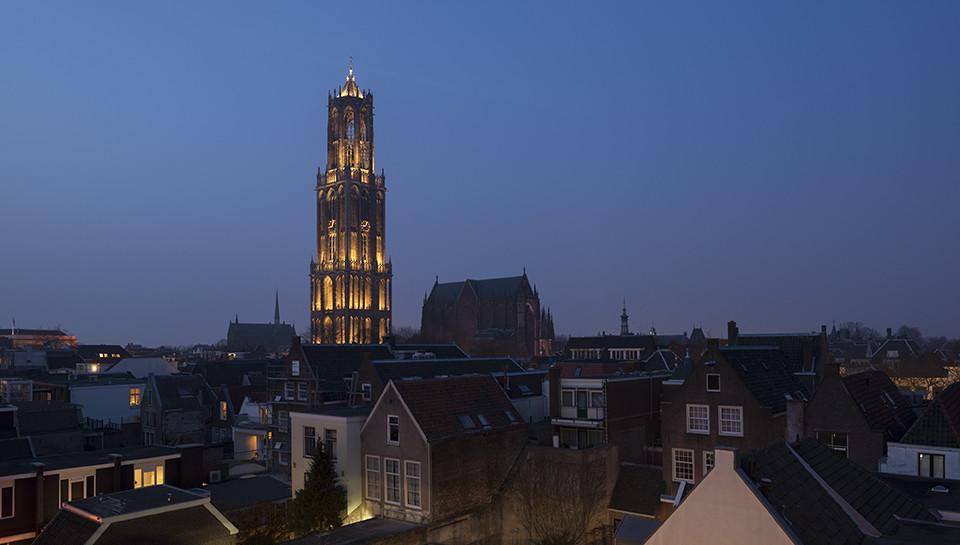 """Una luz viviente en el centro de Utrecht: """"In Lumine Tuo"""" por Speirs + Major, © James Newton"""