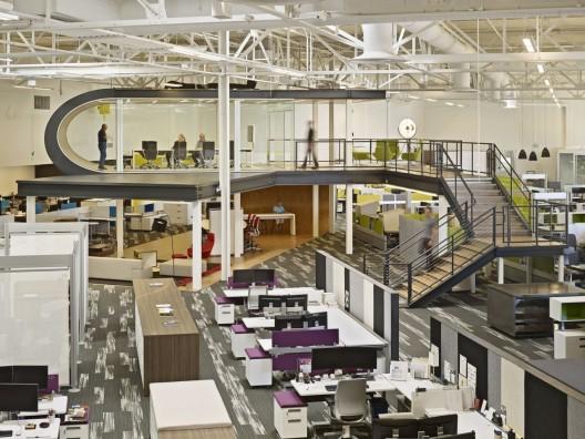 ¿Son las plantas libres la mejor opción para un buen ambiente de trabajo?, One Workplace por Design Blitz. Imagen © Bruce Damonte