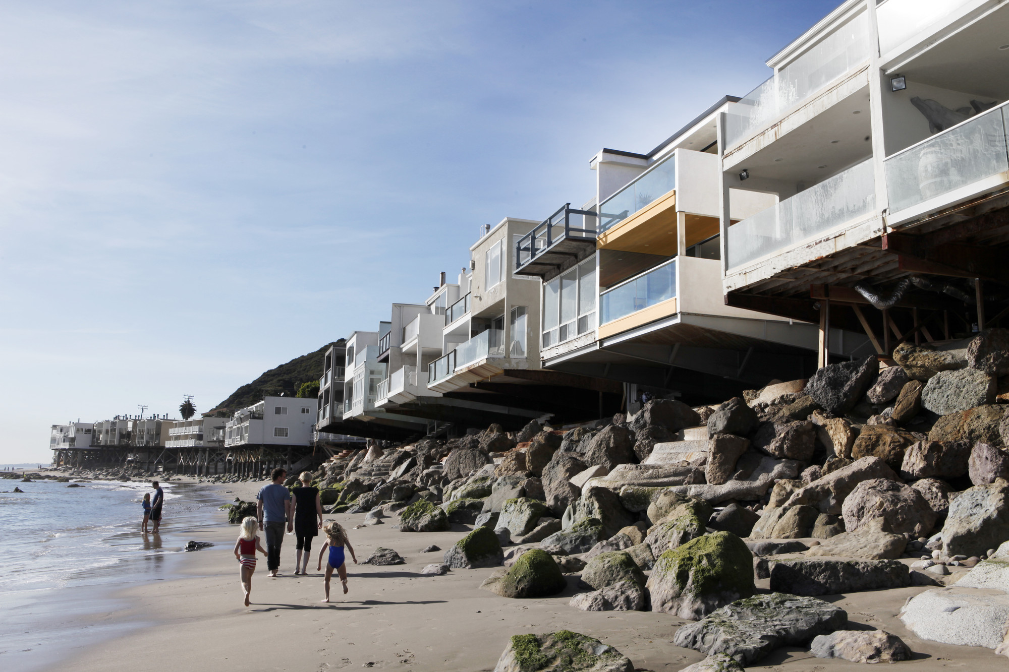 Living by the Sea / Minarc, Courtesy of Minarc