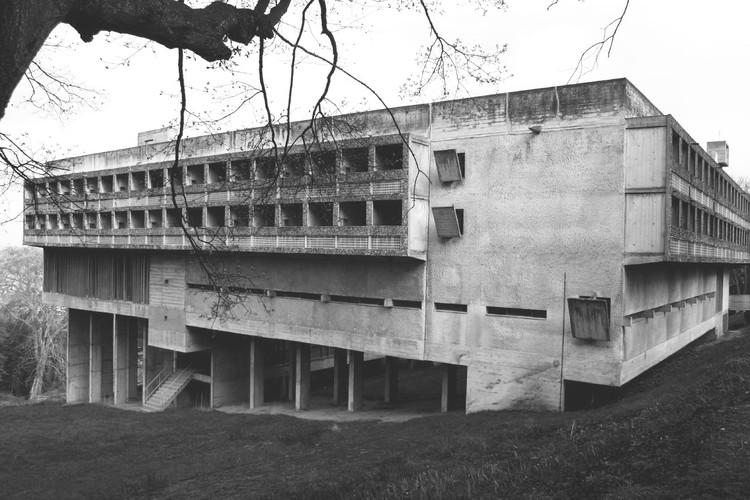 Clásicos de la Arquitectura: Convento de La Tourette / Le Corbusier, © Flickr elyullo (CC BY)