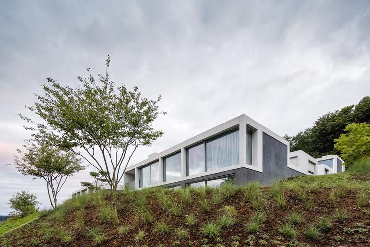 4 Courtyard Houses  / Think Architecture, © Radek Brunecky