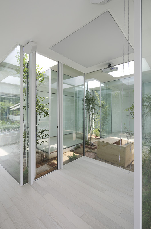 9x9 experimental house younghanchung architects archdaily for Bathroom ideas 9x9