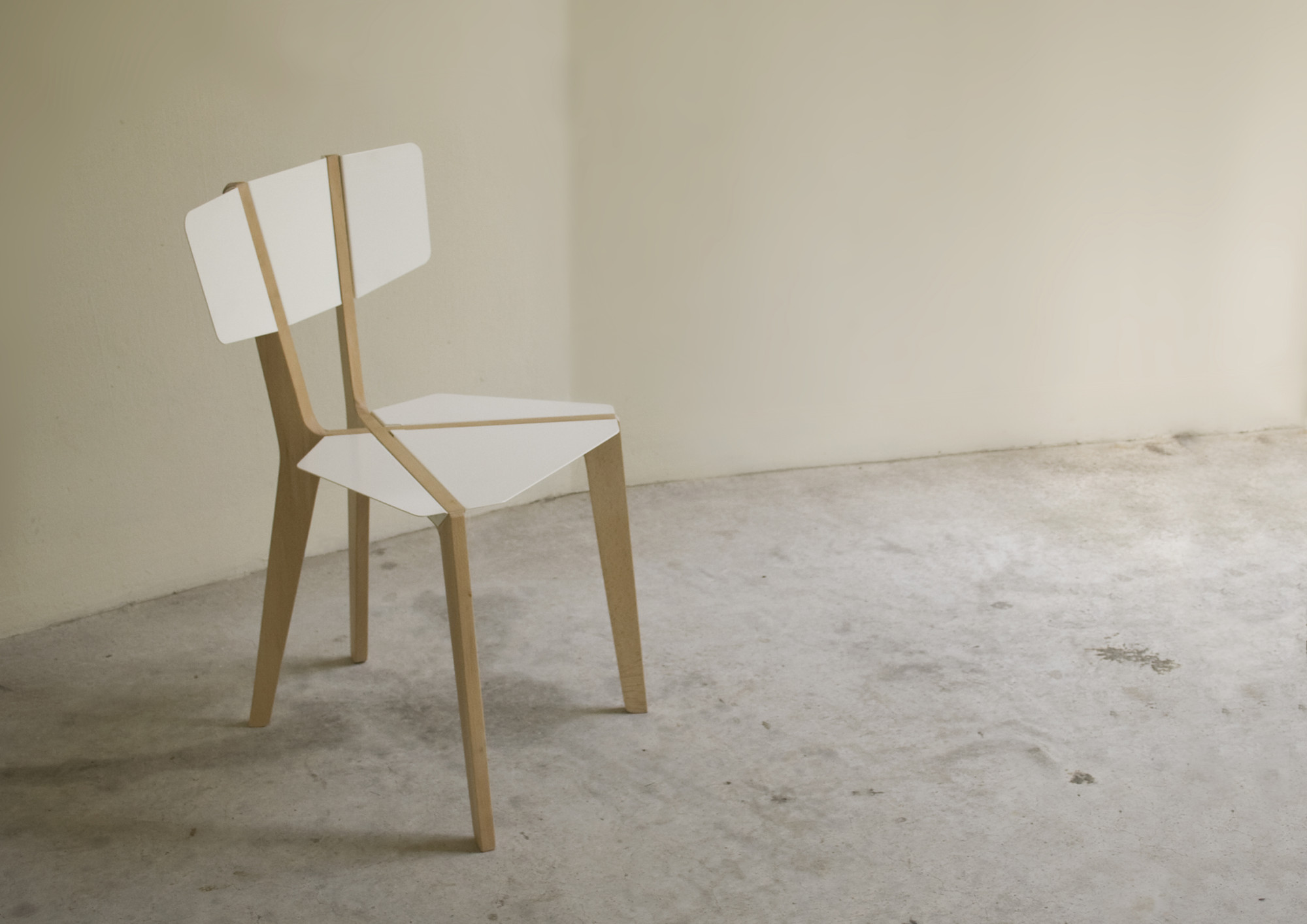 Silla Naked / Outofstock, Courtesy of outofstock