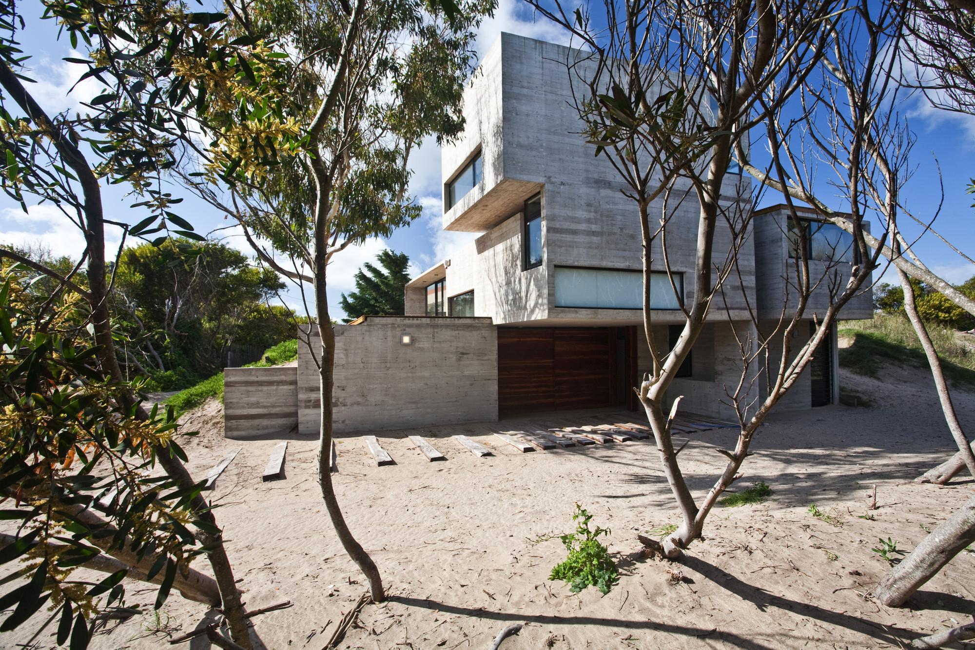 House On The Beach / BAK Architects, © Guillerme Morelli