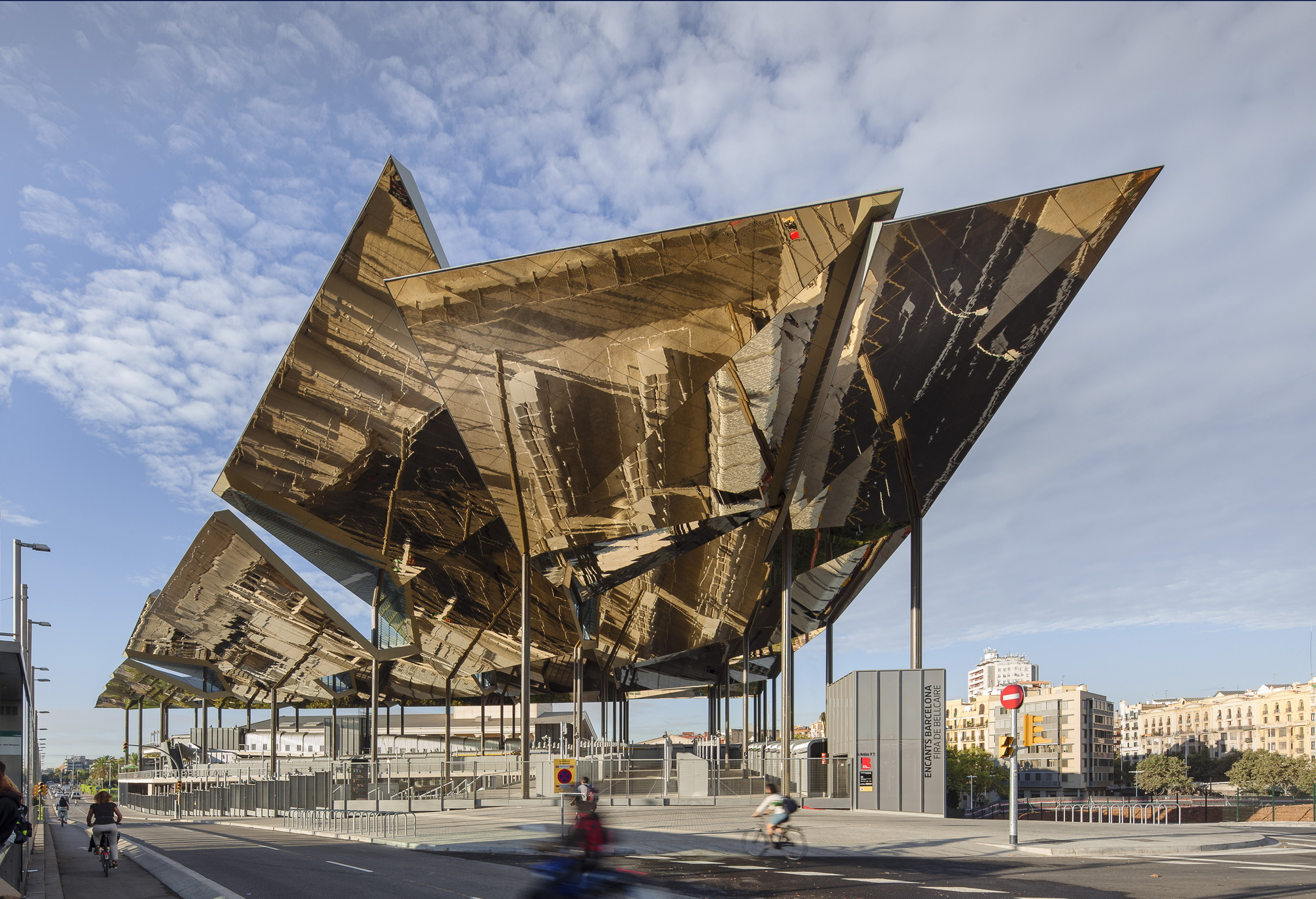 Mercat encants b720 ferm n v zquez arquitectos archdaily for Architettura contemporanea barcellona
