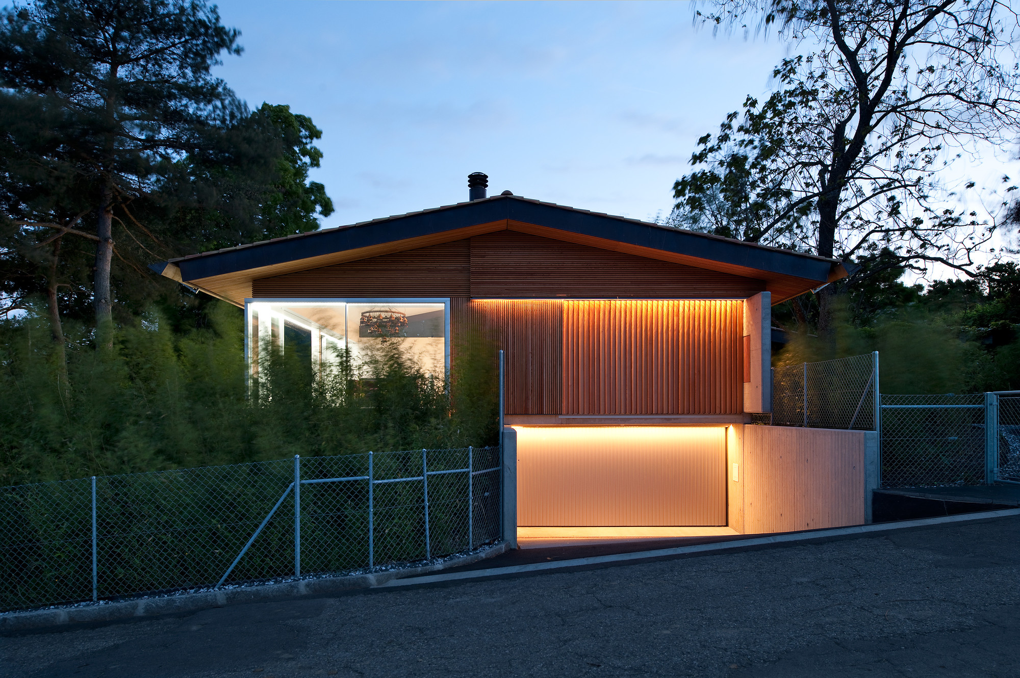 Extension and transformation of a house in Geneva / LRS Architectes, © Thomas Jantscher