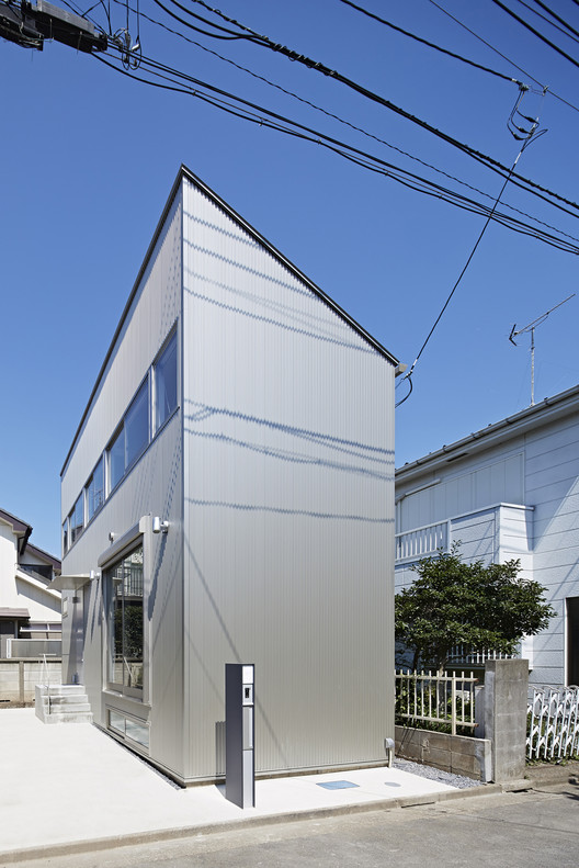 Long Window House / Another APARTMENT , © Koichi Torimura