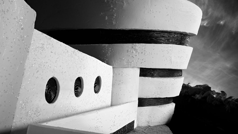 Museos famosos recreados en caramelos, El Museo Guggenheim, de icing, pan de jengibre, algodón de azúcar, envoltorios de caramelos, licor y azúcar. Imagen cortesía de Henry Hargreaves