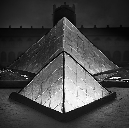 I.M. Pei's pyramids at the Louvre are recreated with gingerbread, hard candy, and licorice. Image © Henry Hargreaves