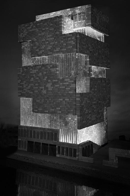 El Museo Aan de Stroom (MAS) por Neutelings Riedijk Arquitectos intercambia el ladrillo y vidrio por pan de jengibre, dulces de lego, caramelo duro, caramelo de sésamo, de chocolate, goma de mascar, y sour rolls. Imagen cortesía de Henry Hargreaves