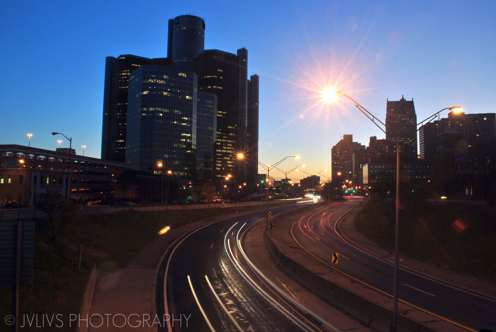 Detroit Considering Converting Freeway to Pedestrian Street, Detroit's I-375. Via Flickr CC User. Image © Bob Julius