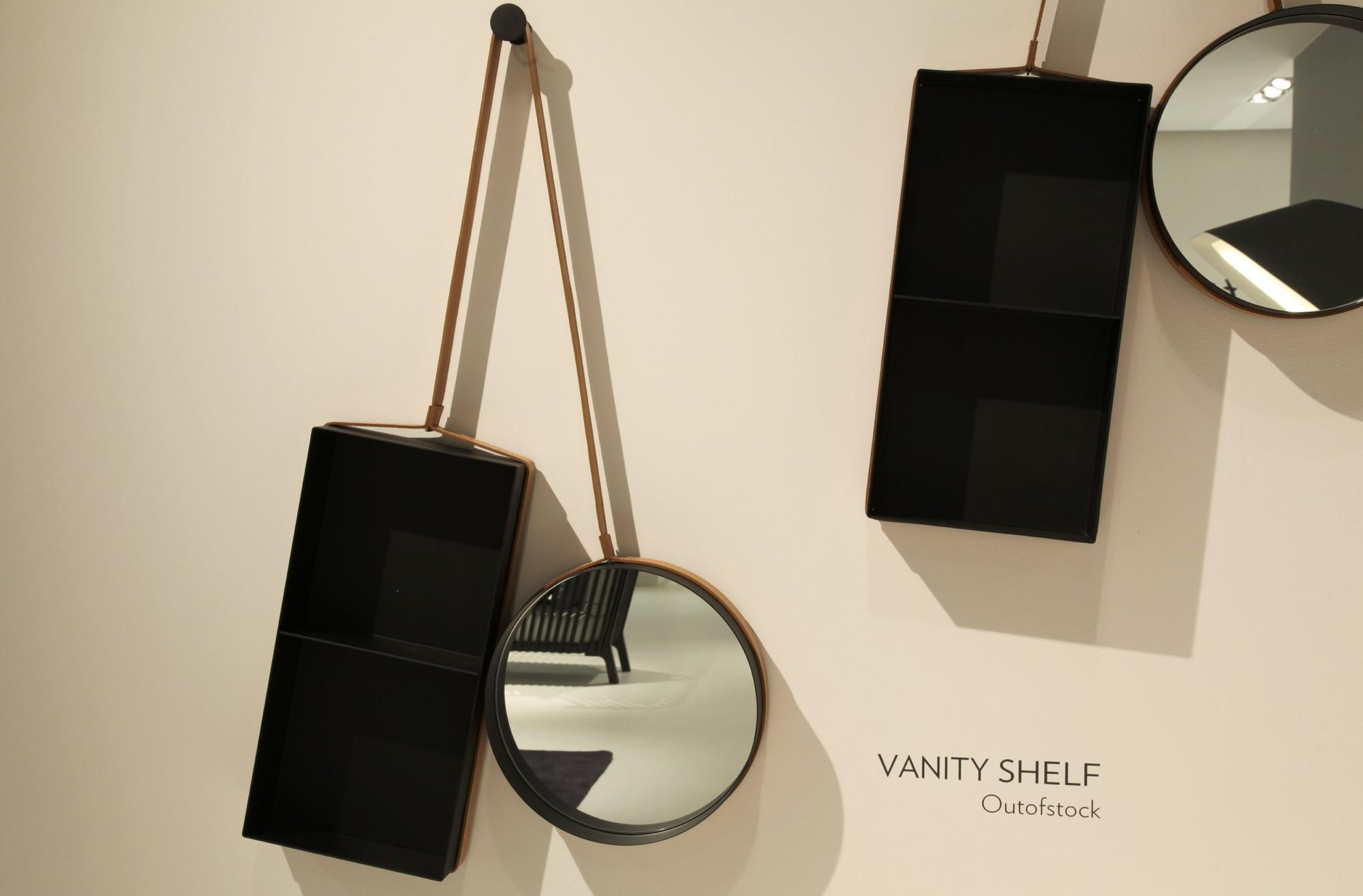 Estantería Vanity / Outofstock, Courtesy of outofstock