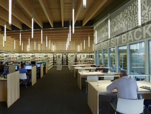 Rosa Keller Library / Eskew+Dumez+Ripple. Image © Timothy Hursley