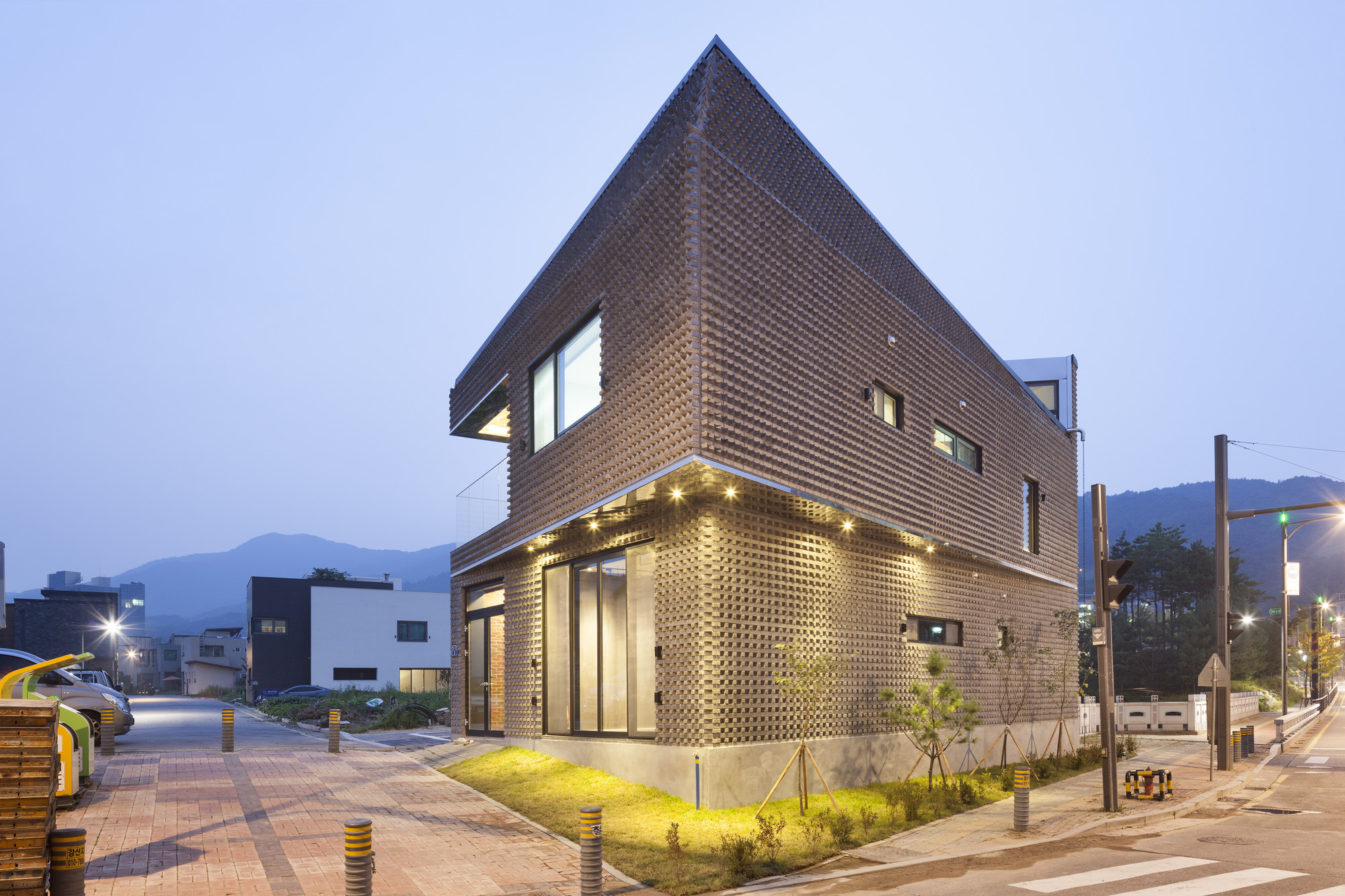 Gallery Of Scale Ing House Joho Architecture 6