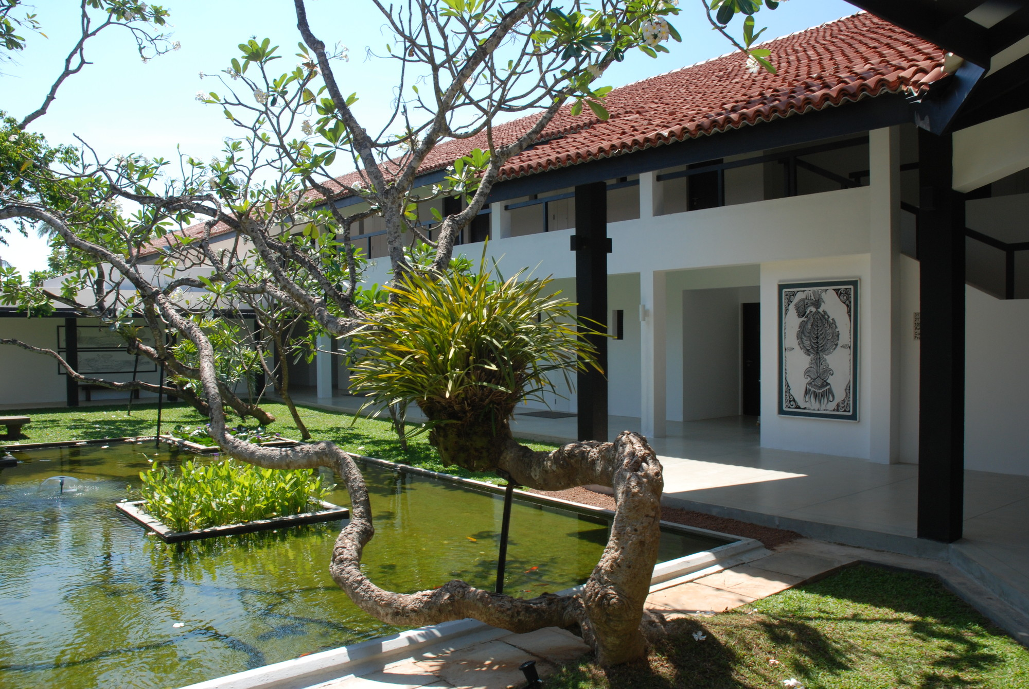 Gallery of remembering bawa 16 for Home architecture sri lanka