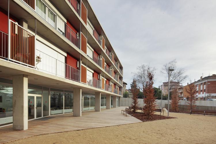 Edificio de 52 viviendas dotacionales  / Màrius Quintana Creus, © José Hevia