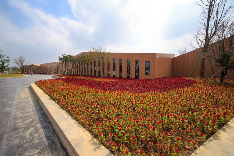 Centro de Información para la Octava Exposición de Flores de China / LAB Architecture Studio, © Ryuji Miya