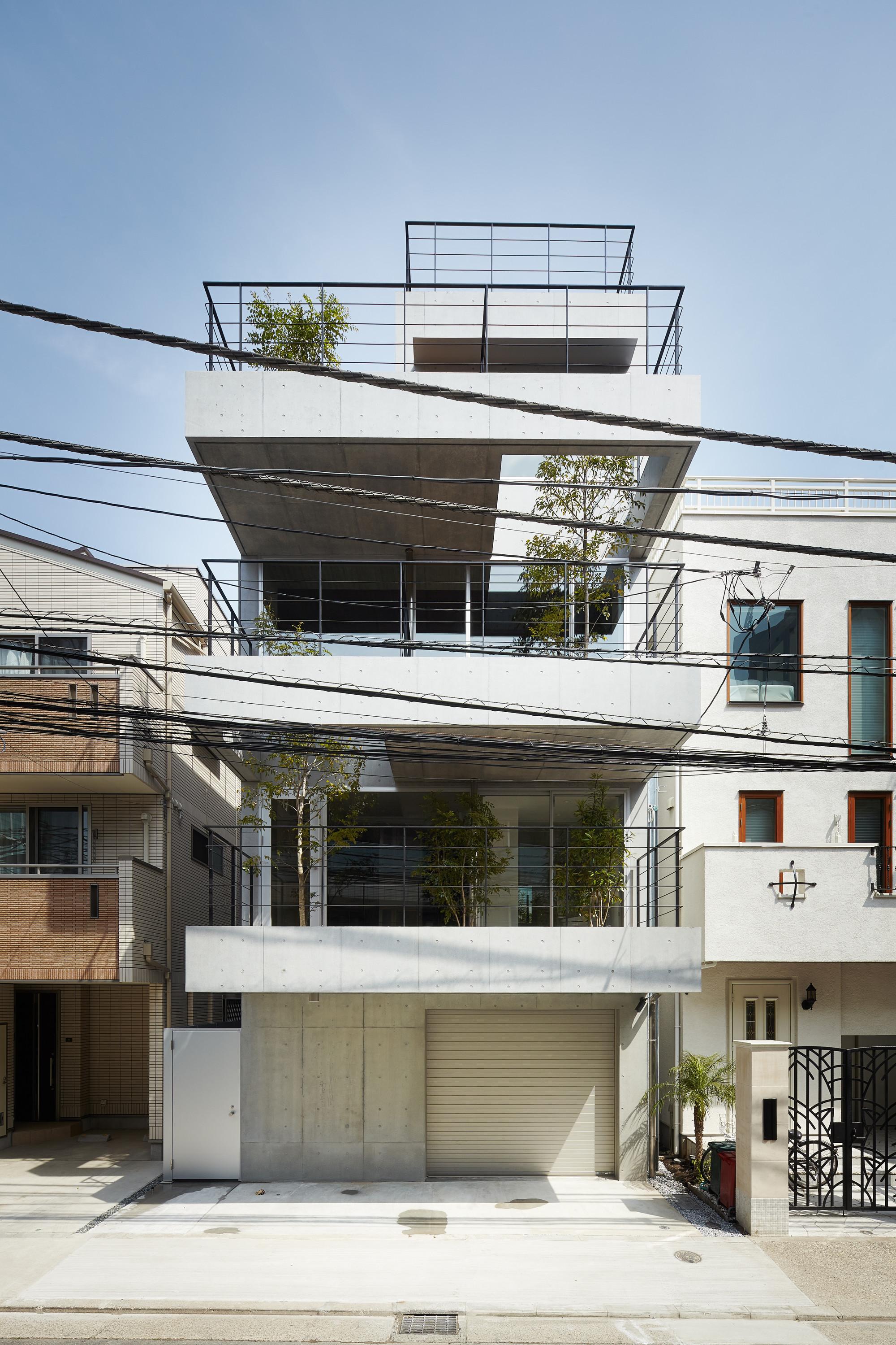 Gallery of balcony house ryo matsui architects inc 1 - Houses three balconies ...
