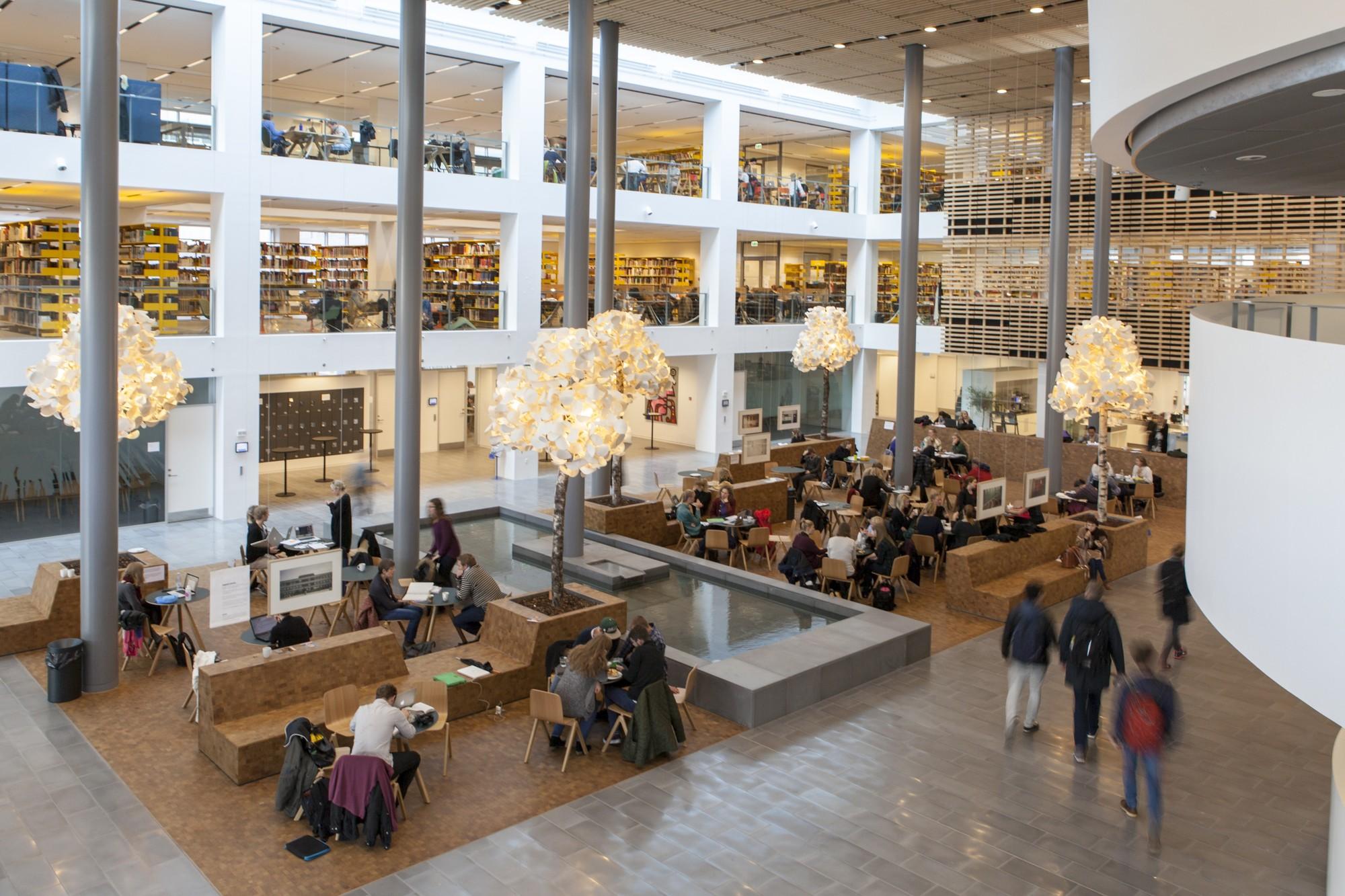 В Университет Копенгагена поступает все больше девушек