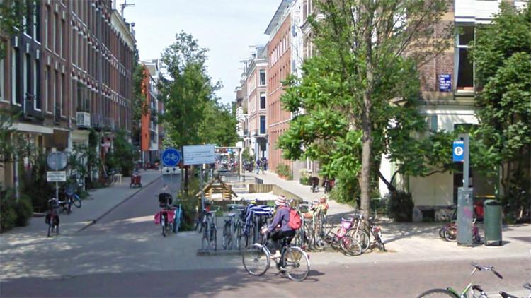 Ruas completamente livres de automóveis. Hoje é um bairro onde as pessoas querem viver.