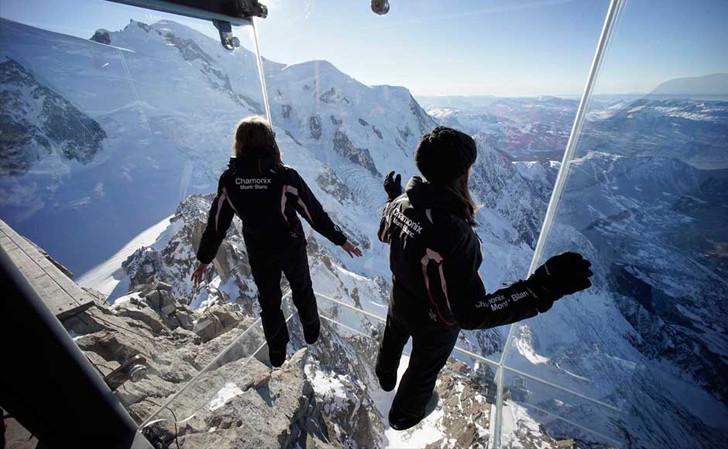 Impresionante Mirador Transparente se levanta sobre los Alpes Franceses, © Chamonix