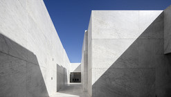 Mortuary Houses in Alhandra / Matos Gameiro Arquitectos