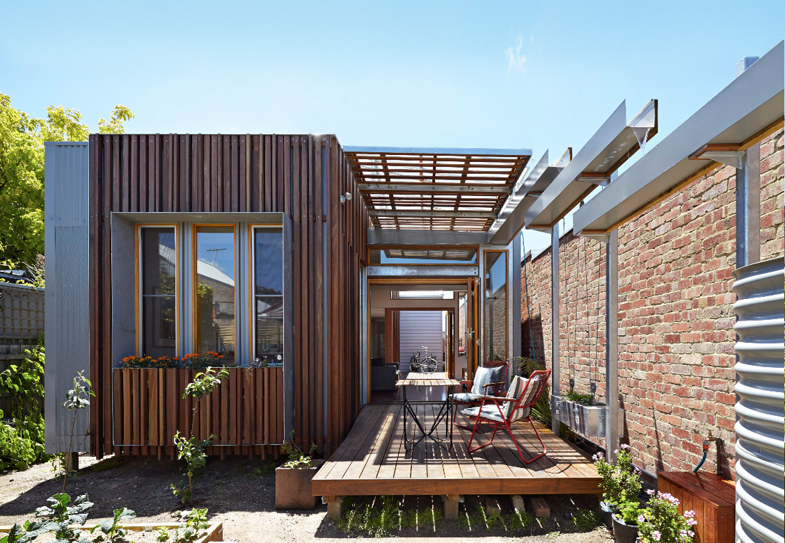 Convertible courtyards house christopher megowan design for Küchensideboard