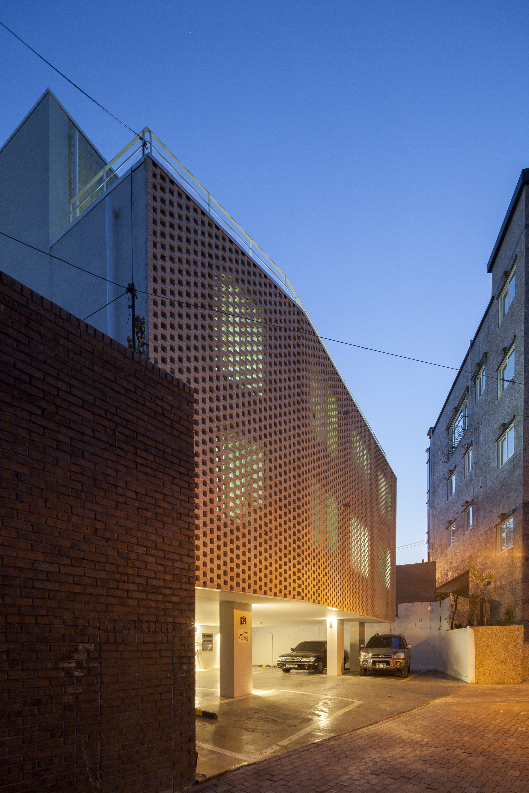 Gallery of house with a yard smart architecture 1 for Smart home architectures