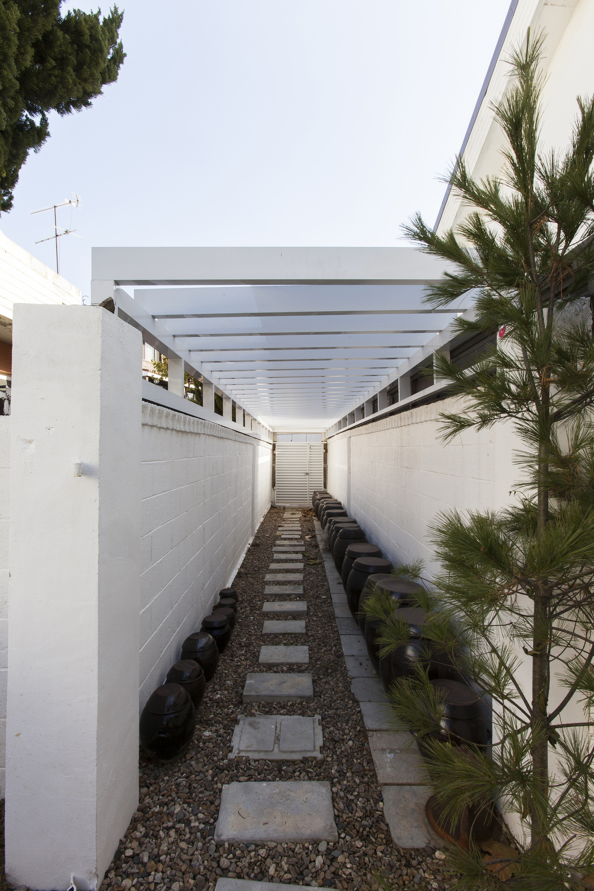 Gallery of house with a yard smart architecture 5 for Smart home architectures