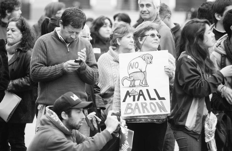 Protestas ciudadanas en contra del Mall Muelle Barón en Valparaíso, Chile. Image © Vía La Otra Voz
