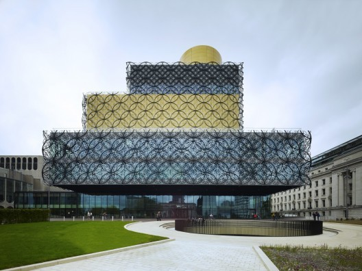 Library of Birmingham / Mecanoo. Image © Christian Richters