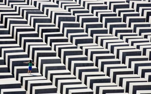 El Memorial del Holocausto en Berlín: ¿un monumento o un campo de ruinas?, © THOMAS PETER (REUTERS)