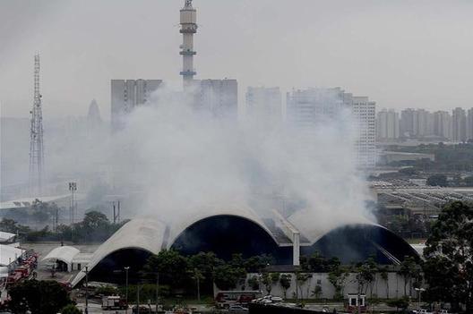 Memorial de América Latina de Oscar Niemeyer en Sao Paulo. Image © Ricardo Matsukawa / Terra