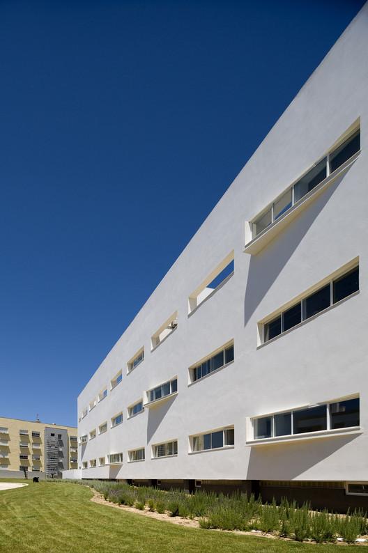 Centro de Salud de S.Domingos de Rana  / Victor Neves Arquitectura e Urbanismo, © Fernando Guerra | FG+SG