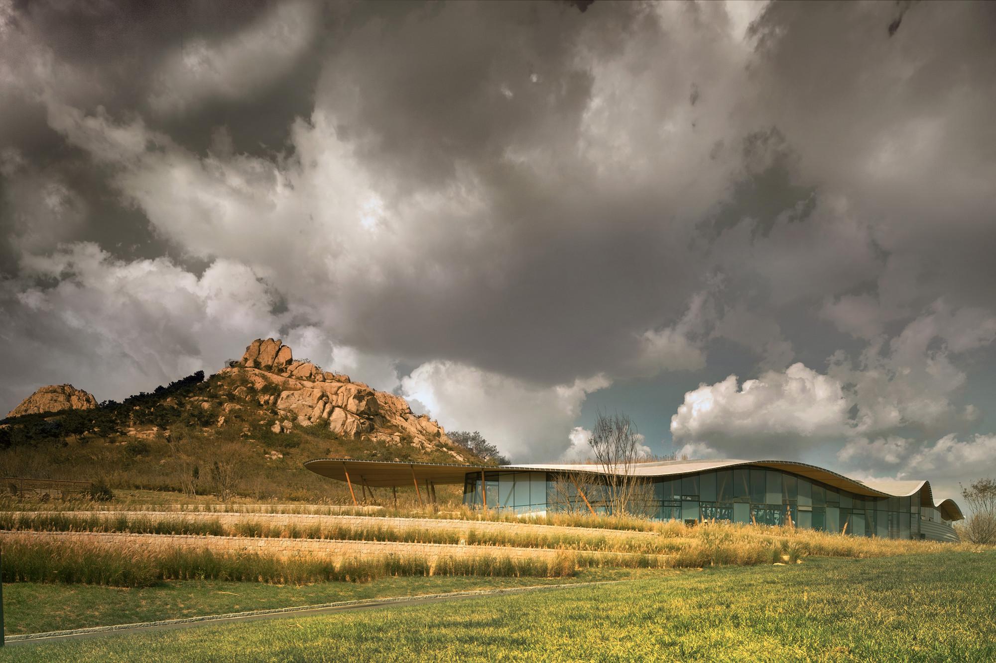 Vanke Tsing Tao Pearl Hill Visitor Center / Bohlin Cywinski Jackson, © Nic Lehoux