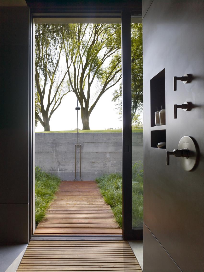 Gallery of san joaquin valley residence aidlin darling for Indoor outdoor bathroom designs