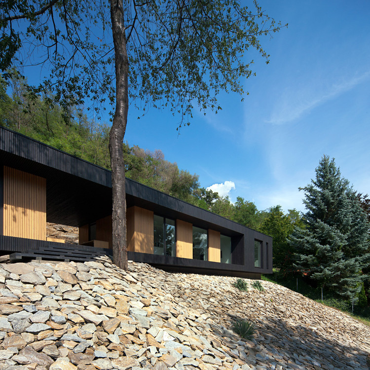 Hideg House / Béres Architects, © Tamás Bujnovszky