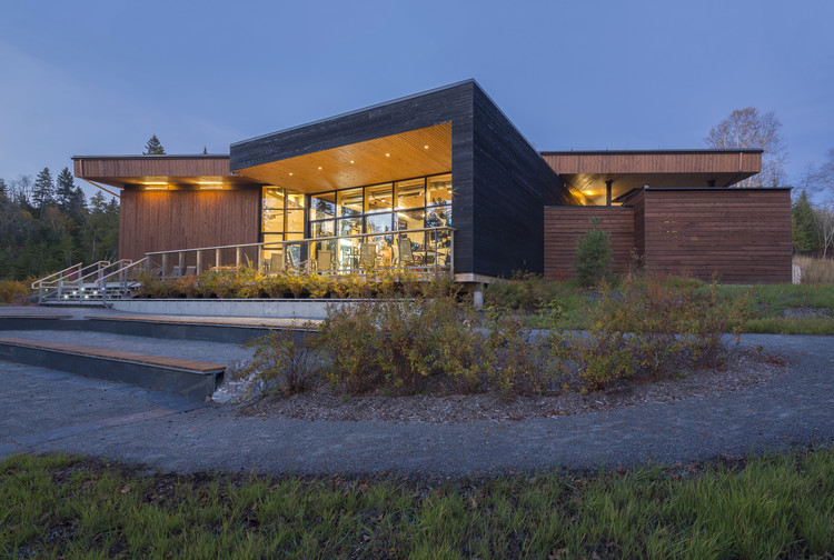 Centro de Visitantes y Descubrimiento del Parque Nacional Lac-Témiscouata / bisson, charron architectes , © Stéphane Groleau