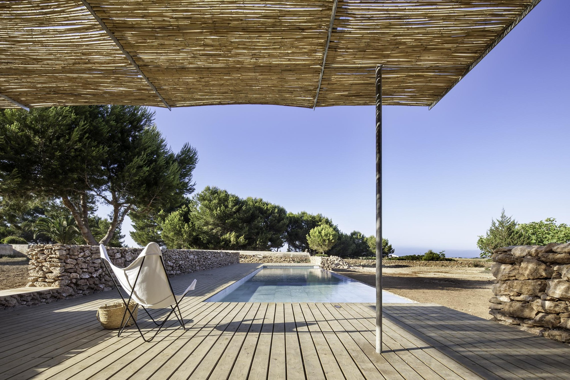 Arquitectura y Paisaje: Piscina en Formentera por Marià Castelló Martínez   , © Estudi Es Pujol de s'Era