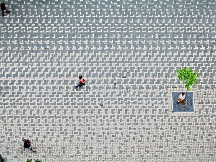 En Detalle: Pavimento y Drenaje del Bulevar Sabana Grande en Caracas, Venezuela, vía enlacearquitectura