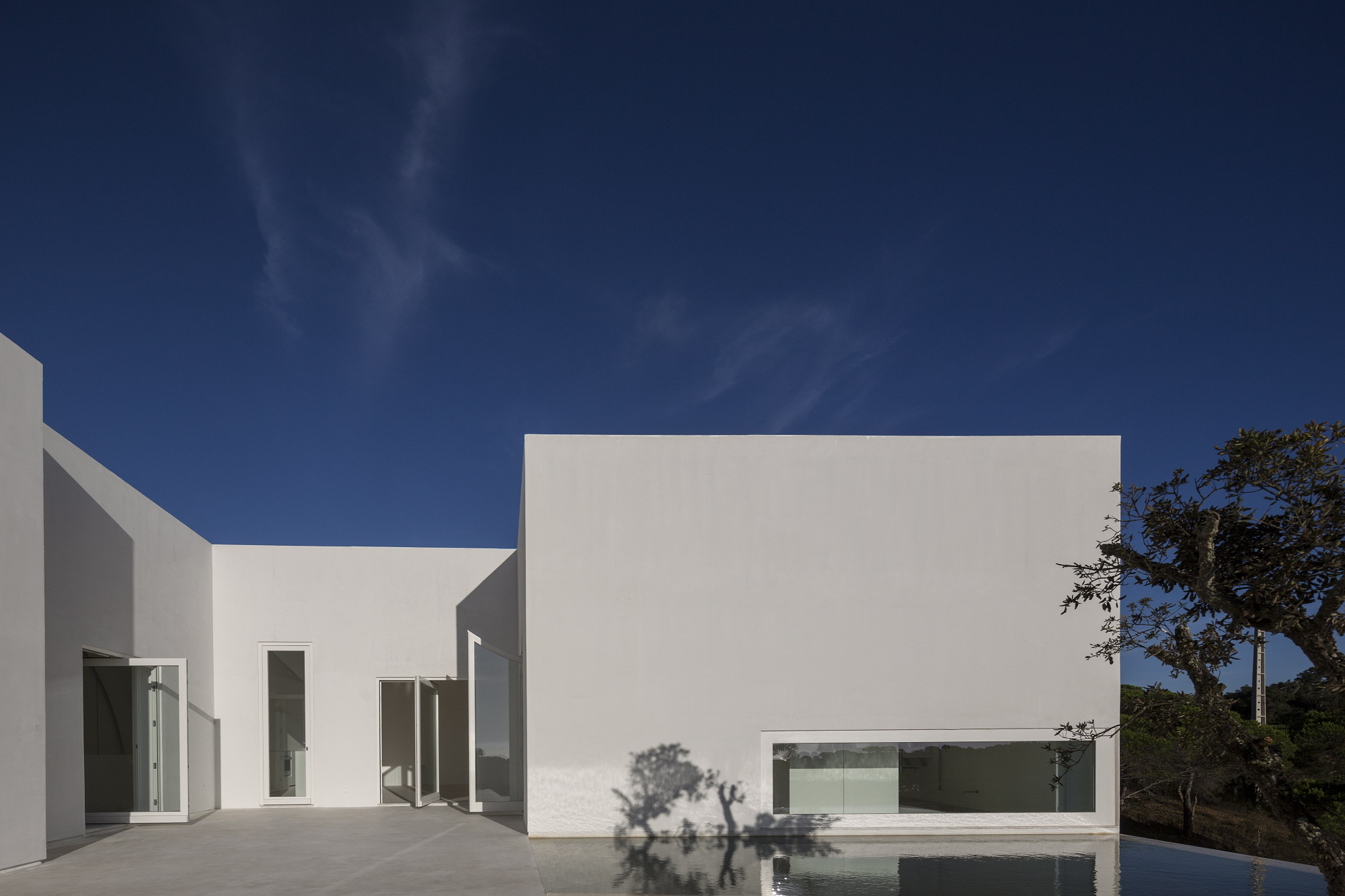 Gallery of house in fontinha manuel aires mateus sia for Arquitectura casas pequenas