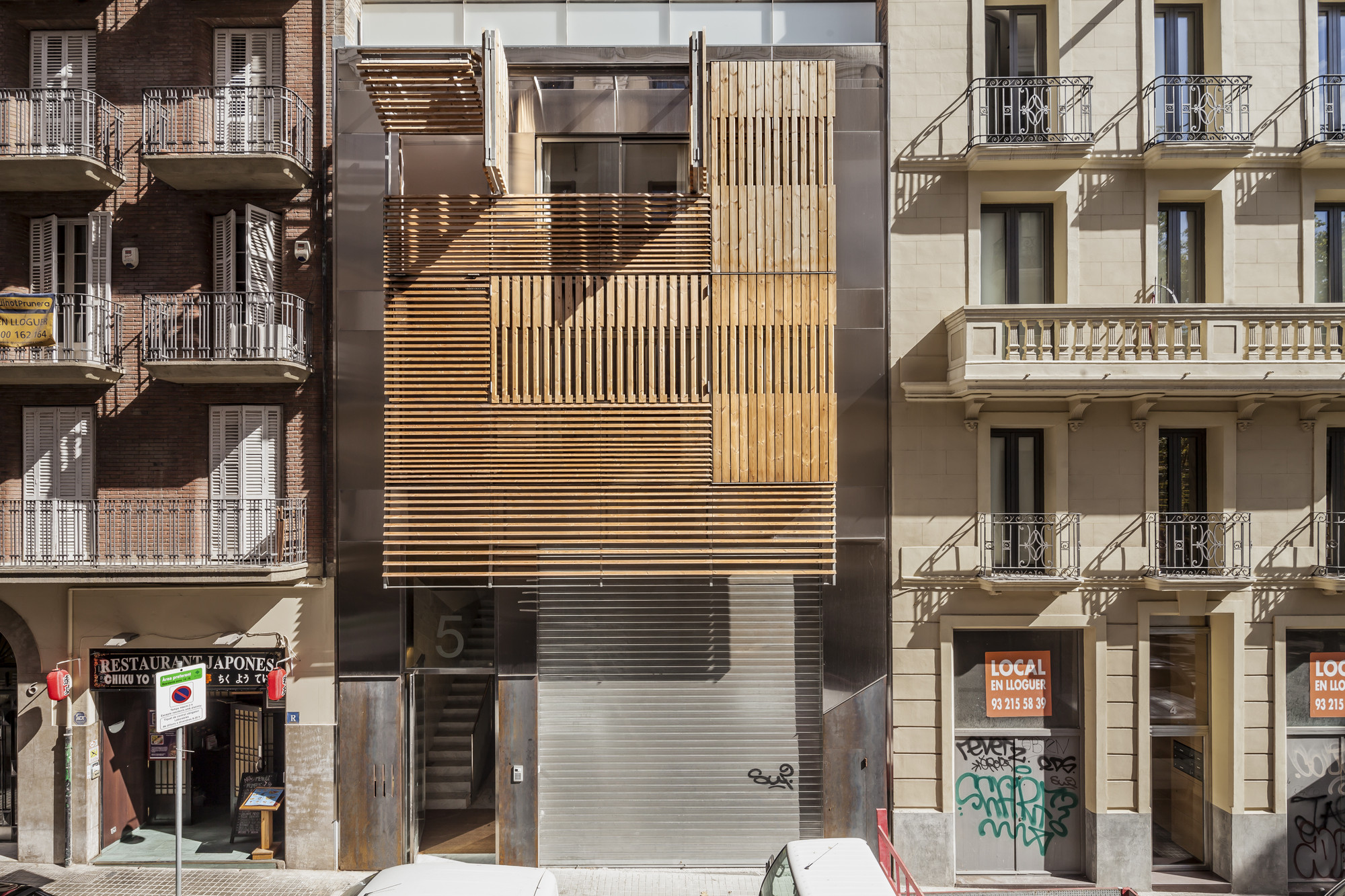Edificio de viviendas en Barcelona / Josep Lluís Mateo, © Adrià Goula