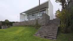 House on the Hill / Jose Orrego